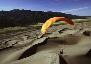 Crossing the Lines : du parapente dans le désert