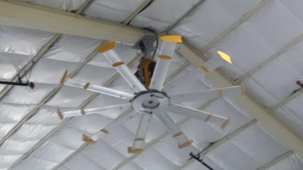 Cà c'est un ventilateur (diamètre ~2m).
